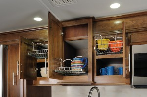 Sliding baskets on kitchen units
